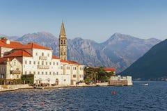 Terraplén en la ciudad de Perast montenegro Imagen de archivo libre de regalías