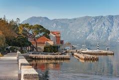 Terraplén en la ciudad de Prcanj montenegro Fotografía de archivo libre de regalías