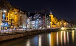 Terraplén enfermo del río en Estrasburgo - Alsacia, Francia imagenes de archivo