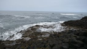 Terraplén gigante del ` s, Irlanda del Norte almacen de metraje de vídeo