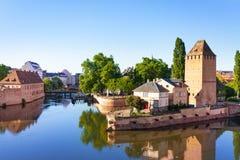 Terraplén y torre en la grande isla de Ile, Estrasburgo imagen de archivo
