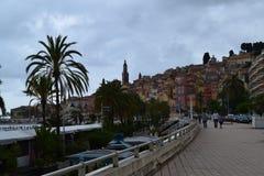 Terraplenagem bonita no menton, França, Cote d'Azur foto de stock