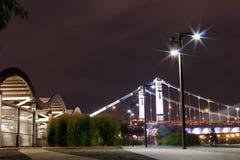 Terraplenagem crimeana, noite de Moscou, Rússia imagens de stock royalty free