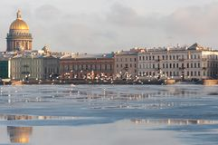 A terraplenagem da cidade europeia fotos de stock royalty free