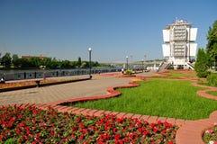 Terraplenagem da estação de Rostov-On-Don e de rio Rússia Imagens de Stock Royalty Free