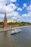 Terraplenagem da Moscovo Kremlin fotos de stock