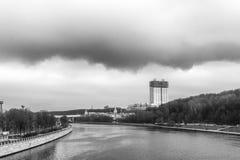 Terraplenagem de Andreevskaya do rio de Moscou Fotos de Stock