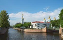 Terraplenagem do canal de Kryukov em St Petersburg fotos de stock