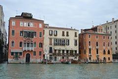 Terraplenagem do canal grandioso em Veneza Fotografia de Stock