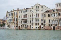 Terraplenagem do canal grandioso em Veneza Fotos de Stock Royalty Free