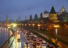 Terraplenagem do Kremlin na noite Imagem de Stock Royalty Free