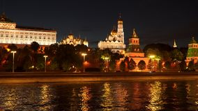 Terraplenagem do Kremlin - terraplenagem do rio de Moskva perto do Kremlin Imagens de Stock