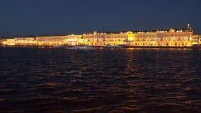 A terraplenagem do palácio hermitage noite Imagens de Stock