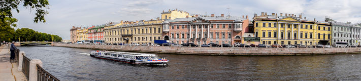 A terraplenagem do rio de Fontanka em St Petersburg Fotos de Stock Royalty Free