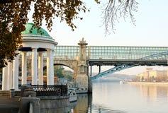 Terraplenagem do rio de Moskva no outono Foto de Stock Royalty Free