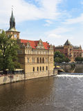 Terraplenagem do rio de Vltava, Praga, república checa Fotos de Stock Royalty Free
