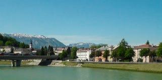 Terraplenagem do rio em Salzburg Fotos de Stock Royalty Free