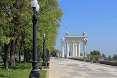 Terraplenagem do Rio Volga na cidade de Volgograd foto de stock