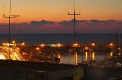 Terraplenagem e baía da noite em Heraklion fotos de stock royalty free