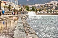 A terraplenagem e a capela mais baixas em Yalta Fotografia de Stock