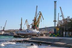 Terraplenagem na cidade de Feodosiya Fotos de Stock