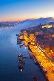 Terraplenagem na cidade velha de Porto, Portugal Fotografia de Stock