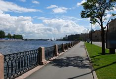 Terraplenagem St Petersburg Rússia de Makarova Imagens de Stock Royalty Free