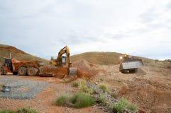 Terraplenagens da maquinaria de mineração imagem de stock