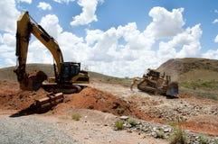 Terraplenagens da maquinaria de mineração foto de stock royalty free