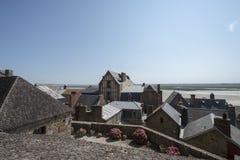 Terraplenes en Mont Saint Michel, Francia Imagen de archivo