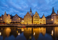 Terraplén de la ciudad vieja en la noche, Gante Foto de archivo libre de regalías