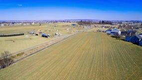 Terras Amish por trilhas da estrada de trilho imagem de stock royalty free
