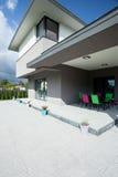 Terras in een luxueus huis stock afbeeldingen