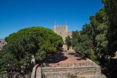 Terras en oude steenruïnes van kasteel royalty-vrije stock foto's