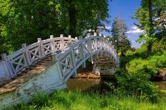 Terras inglesas da ponte do branco de Woerlitz Imagens de Stock