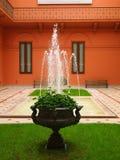 Terras met fontein in Casa Rosada Stock Fotografie