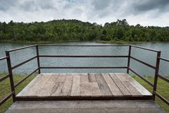 Terras op het meer van khoayai Stock Foto
