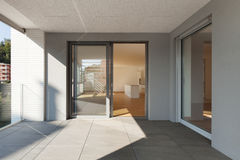 Terrass av den nya lägenheten Arkivfoto