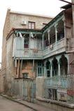 Terrass av det bostads- hemmet i Tbilisi, Georgia Royaltyfri Bild