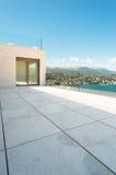 Terrass av en modern byggnad fotografering för bildbyråer