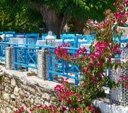 Terrass av sommarrestaurangen i Grekland Arkivbilder