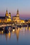 Terrass för Dresden aftonhorisont-lodlinje sikt-Bruehl, Hofkirche kyrka, Royal Palace royaltyfria bilder