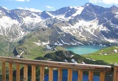 Terrass framme av bergen Royaltyfri Foto