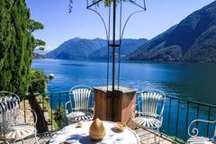 Terrass med sjön royaltyfri foto