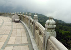 Terrass runt om den stora Buddha royaltyfri foto