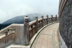 Terrass runt om den stora Buddha arkivbilder