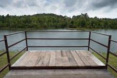 Terrasse auf khoa Yai-See Stockfoto