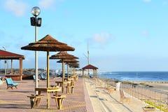 Terrasse auf Praia-DA-Gala-Strand Stockbild