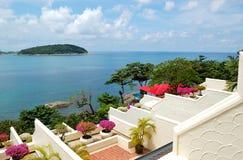 Terrasse avec la vue de mer à l'hôtel de luxe image libre de droits