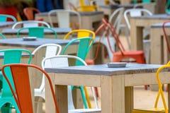 Terrasse colorée au café image libre de droits